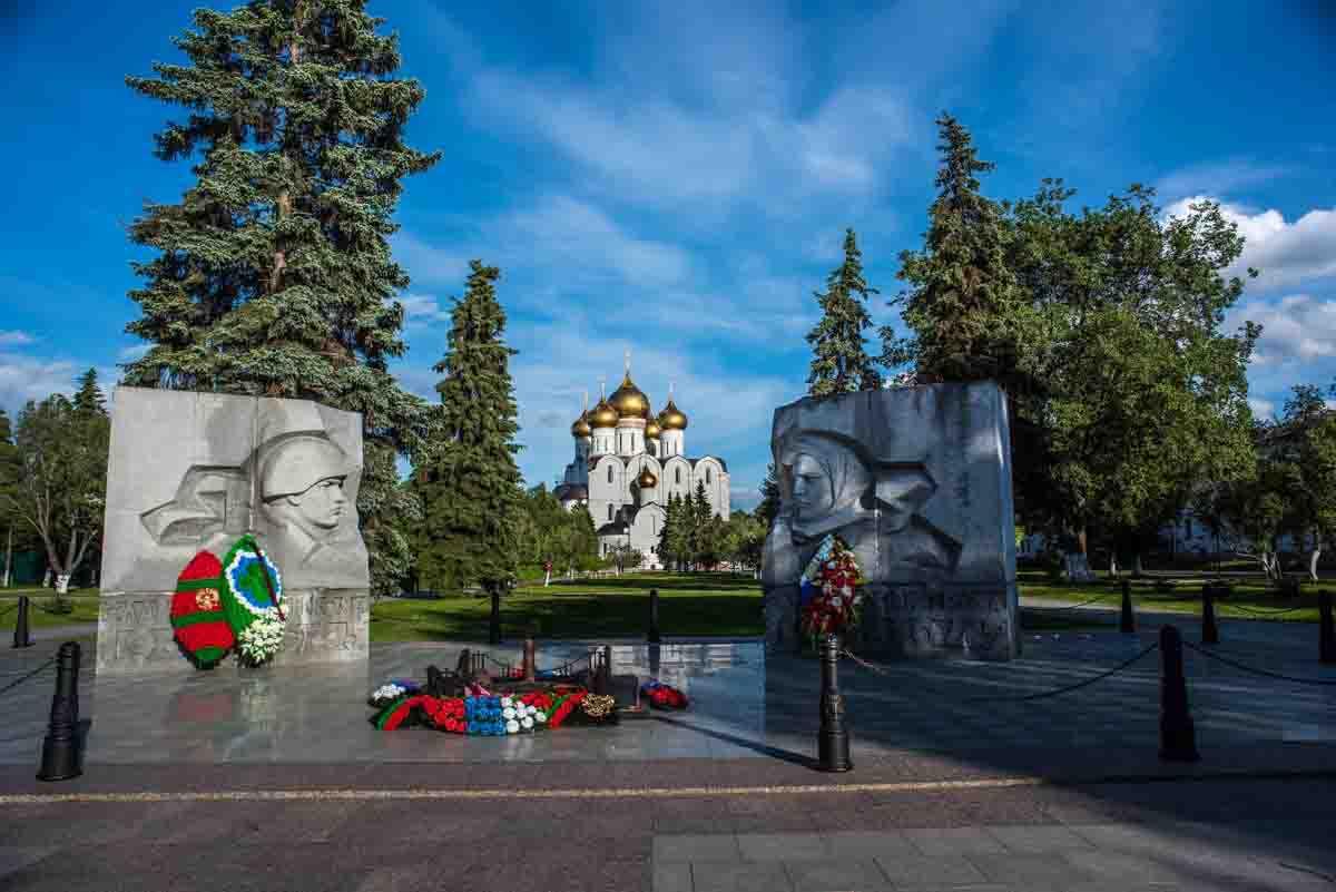 soviet monument yaroslavl russia