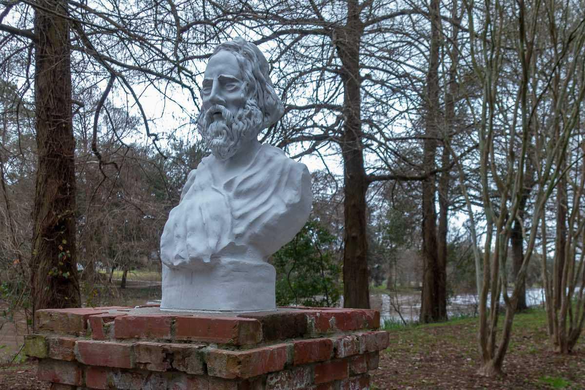 longfellow evangeline poem bust st martinville louisiana