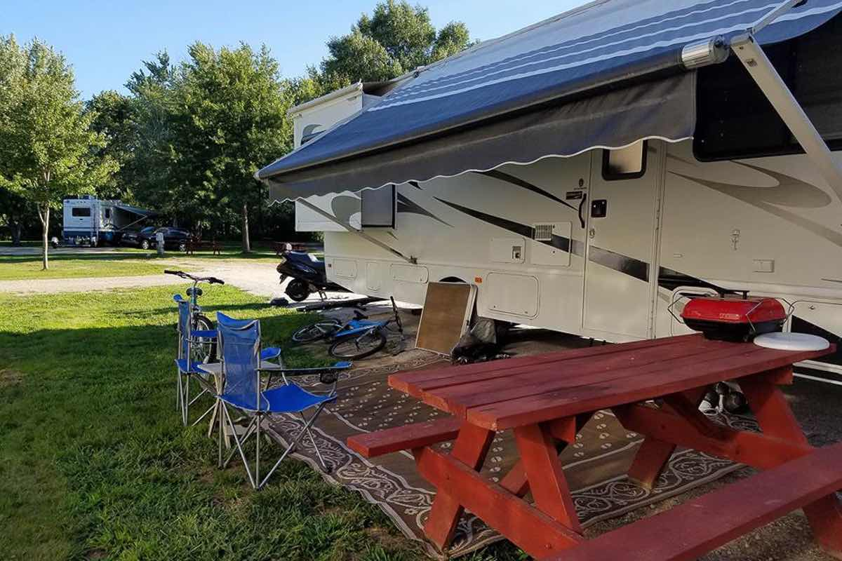 Rent or buy: traveling by RV camper