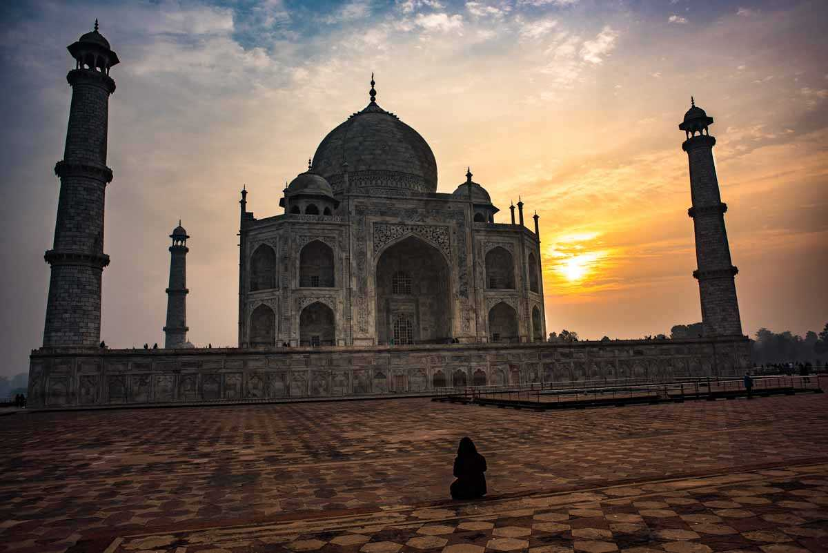 india photographing taj mahal sunrise 2