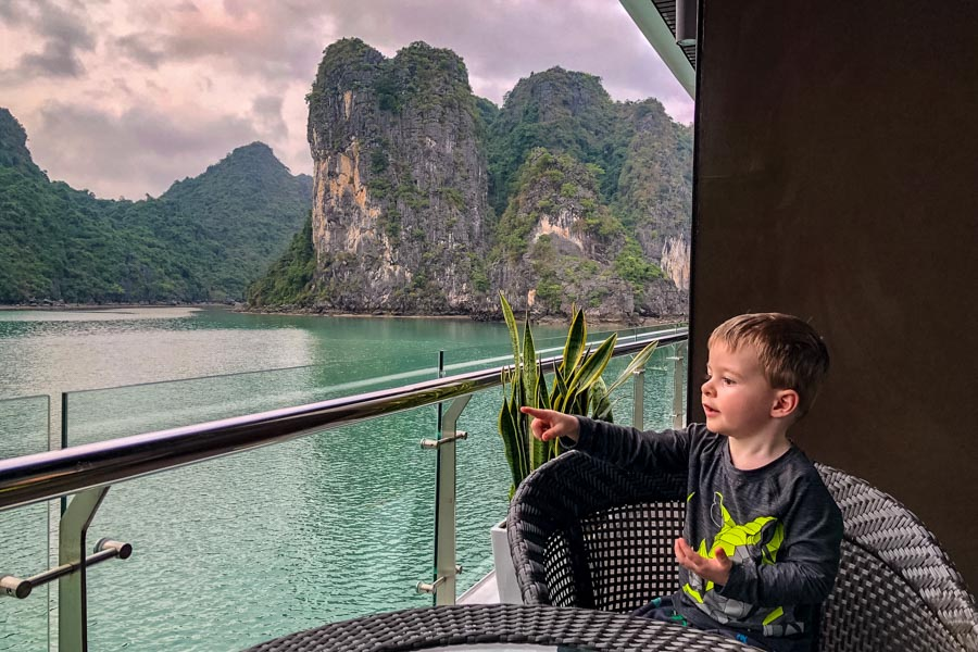 Vietnam grandson halong bay