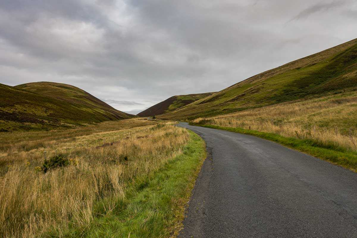 cycling scotland uphill to Edinburgh