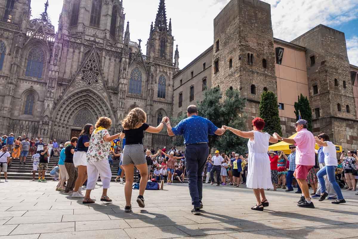 spain barcelona cathedral sardana 2