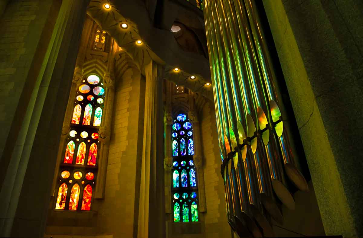 sagrada familia windows organ