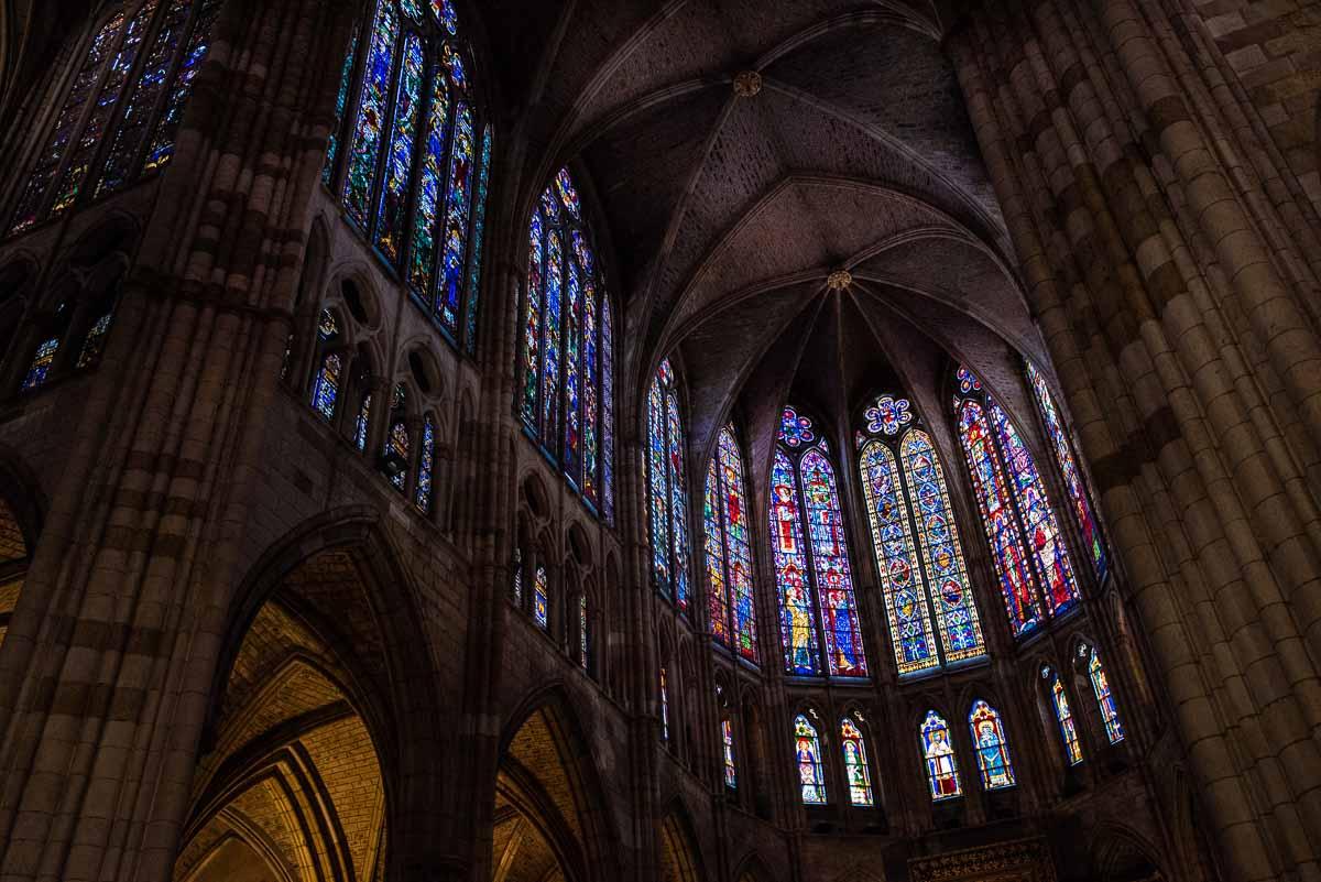 spain leon cathedral main altar windows 1